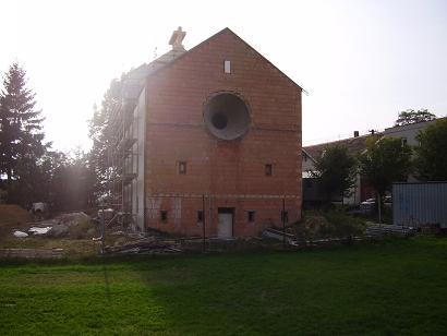 pohled na kostel od nádraží