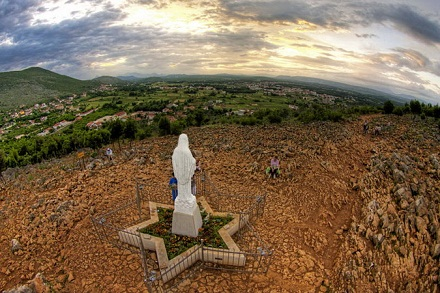 Apparition Hill - Medjugorje, CC BY-NC-SA 2.0, flickr.com