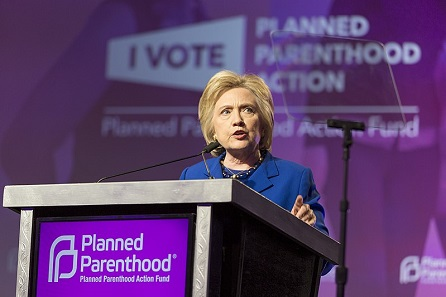 Hillary Clinton speaking at Planned Parenthood, foto: Lorie Shaull, CC BY-SA 4.0, commons...